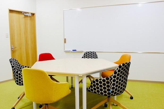ミーティング用の会議机円卓